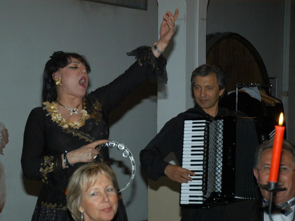 En chantant
